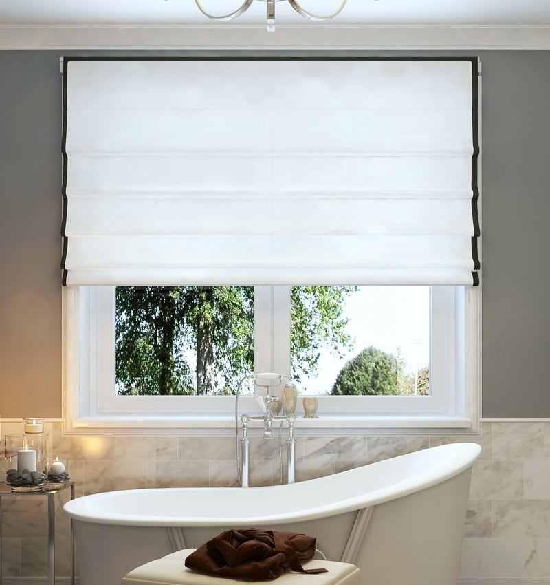 13 Ideas for Bathroom Window Treatments Over Bathtubs